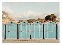 båtstugor på strand i Grekland
