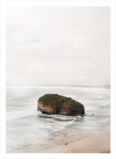 En ensam klippa i ett hav i Chile
