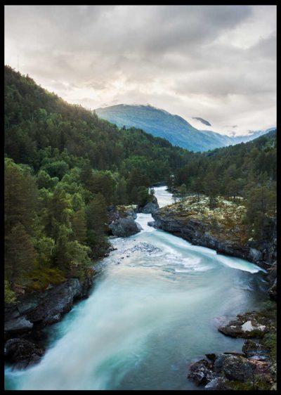 inramad poster på norsk fjord