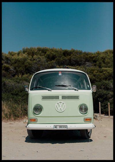 Poster av volkswagenbuss som är inramad av svart ram