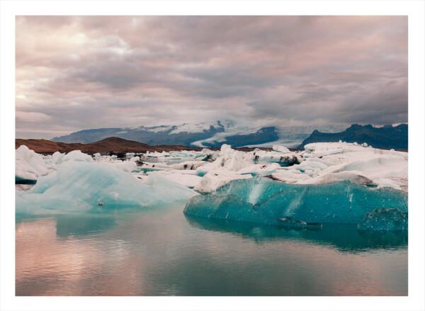 Ett hav med is och snö i det på Island