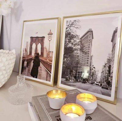 New york posters med guldramar bakom ljus