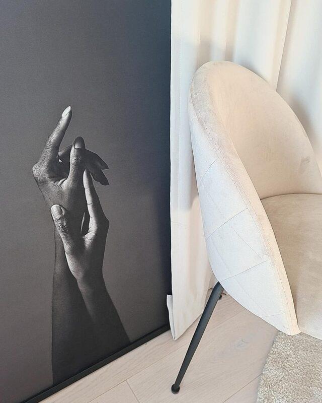 [ stolar ]  Igår fick vi åka och köpa nya stolar.  Vi hade ju beställt nya för 2 veckor sedan men pga ett oseriöst företag så blev de inte som vi hade hoppats.   Men vi är super nöjda med dessa,  passar så bra hemma hos oss 🤎 Bara bords benet som vi måste spreja svart 🖤 . . . #homedecor #interior #inredningsinspiration #inredning #interorforinspo #interorharmoni #inredningsdetaljer #interiordesign #followforfollowback #diyhome #diy #rusta #diybord #inredning123aktiv #inredning123#spegelstaffan #staffanspegel #spegelvägg #industriellspegel #svartspegel #staffanrusta #rustastaffan #industrialdesign #industriell_interior #ikea